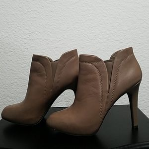 Jessica Simpson leather ankle boots high heel EUC